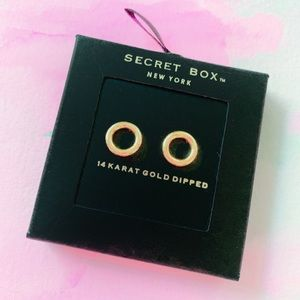 Jewelry - 14k Gold Circle Stud Earrings